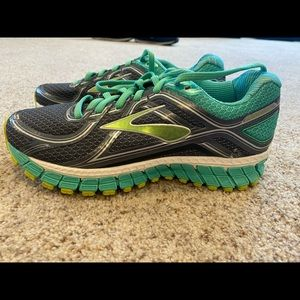 Brooks sneakers size 7